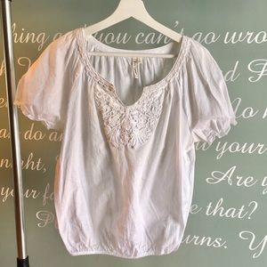 GRAND & GREEN WHITE LACE DETAIL TOP